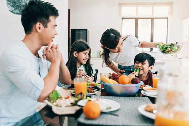 Tips on Connecting Through Family Mealtimes
